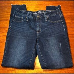 Universal Thread distressed skinny jeans sz 10